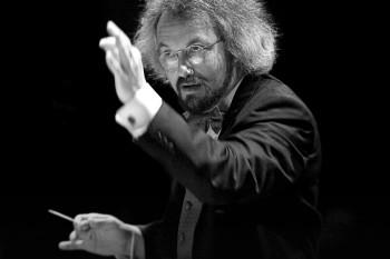 Carlos Kalmar led the Oregon Symphony's performance of Mahler's Symphony #6.