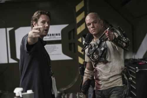 Blomkamp directing Damon on the set of Elysium.