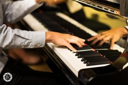 Young hands played Oregon music at Portland Piano Company. Photo: Benji [Bao] Vuong.