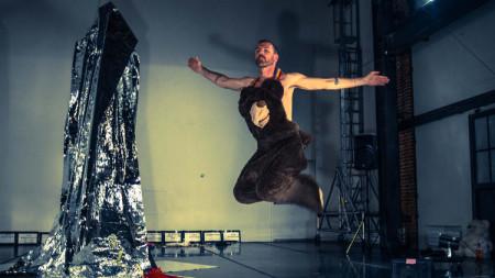 "Keith Hennessy in ""Bear/Skin"". Photo by Robbie Sweeny."