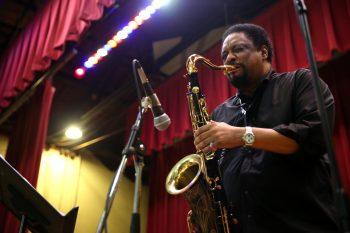 Chico Freeman blows his horn at Jimmy Mak's. Photo: Chris Sweda/Chicago Tribune.