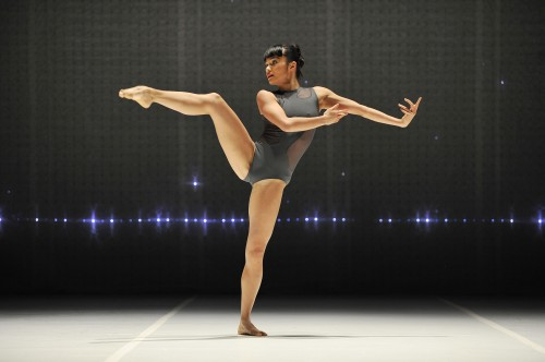 Charmene Yap in Sydney Dance Company's '2 One Another'/Wendell Teodoro