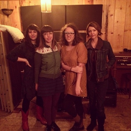 The new Sallie Ford, sans Sound Outside: Cristina Cano (keyboard), Amanda Spring (drums), Sallie Ford (vox/songs), Anita Lee Elliot (bass/guitar)