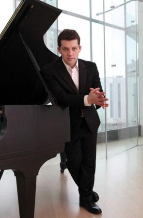 Pianist Henry Kramer.