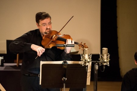Charles Noble performed Christian Wolff's 'Violist Pieces' at Zoomtopia. Photo: Jacob Wade.